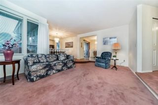 """Photo 5: 1858 WALNUT Crescent in Coquitlam: Central Coquitlam House for sale in """"LAURENTIAN HEIGHTS"""" : MLS®# R2334378"""