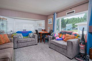 """Photo 4: 160 7790 KING GEORGE Boulevard in Surrey: East Newton Manufactured Home for sale in """"Crispen Bays"""" : MLS®# R2593825"""