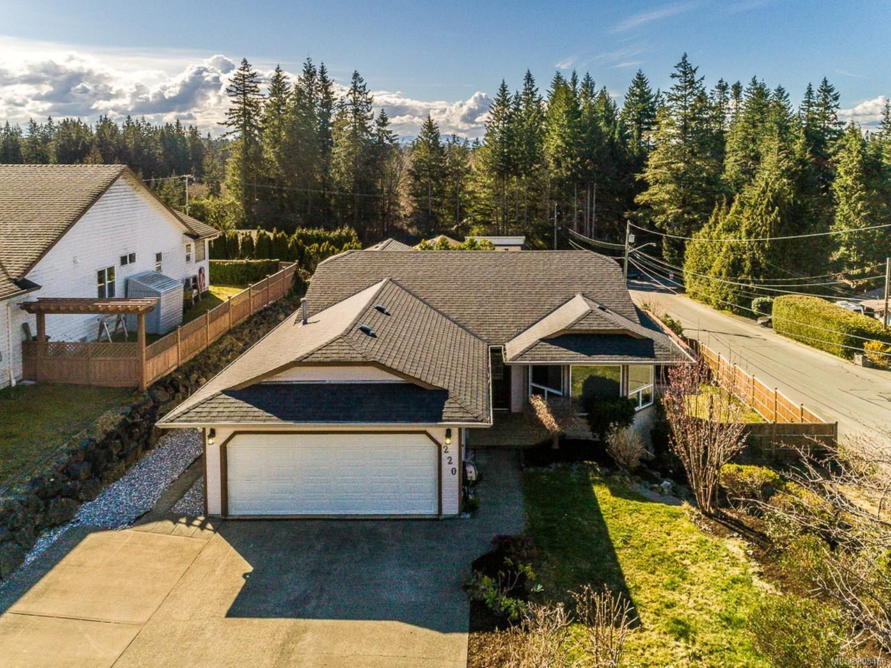 Main Photo: 220 STRATFORD DRIVE in CAMPBELL RIVER: CR Campbell River Central House for sale (Campbell River)  : MLS®# 805460