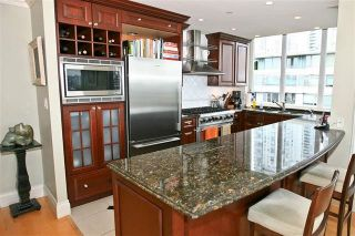 "Photo 6: 905 1328 MARINASIDE Crescent in Vancouver: Yaletown Condo for sale in ""THE CONCORD"" (Vancouver West)  : MLS®# R2134660"