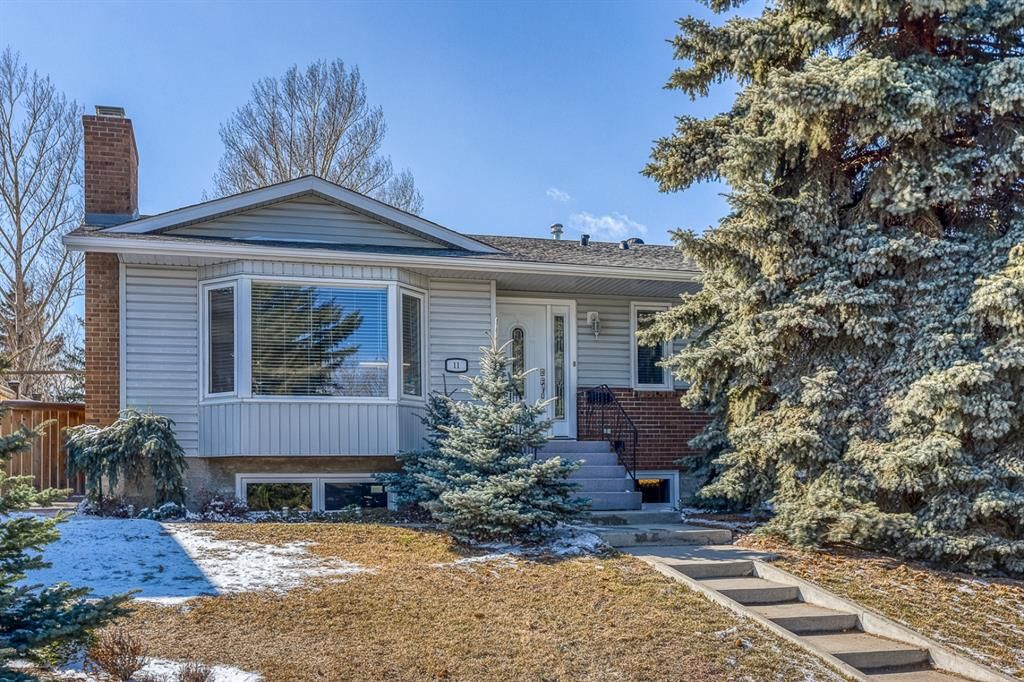 Main Photo: 11 Range Way NW in Calgary: Ranchlands Detached for sale : MLS®# A1088118