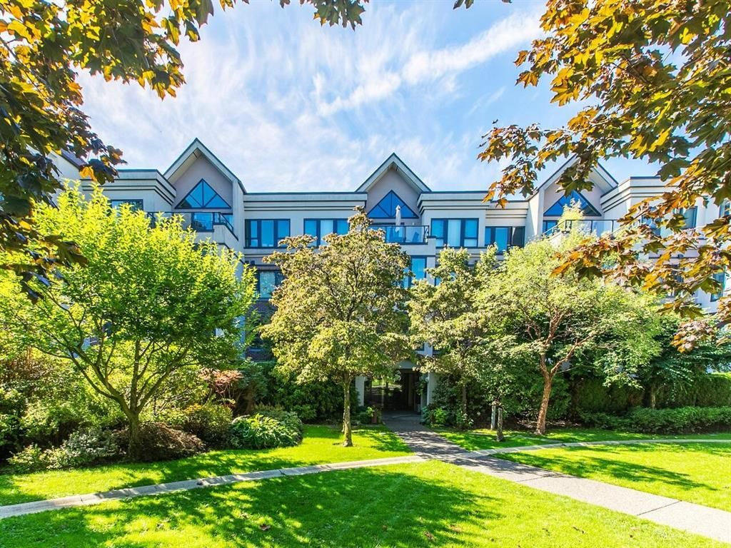 Main Photo: #303-175 E 10th St in North Vancouver: Central Lonsdale Condo for sale : MLS®# R2616096