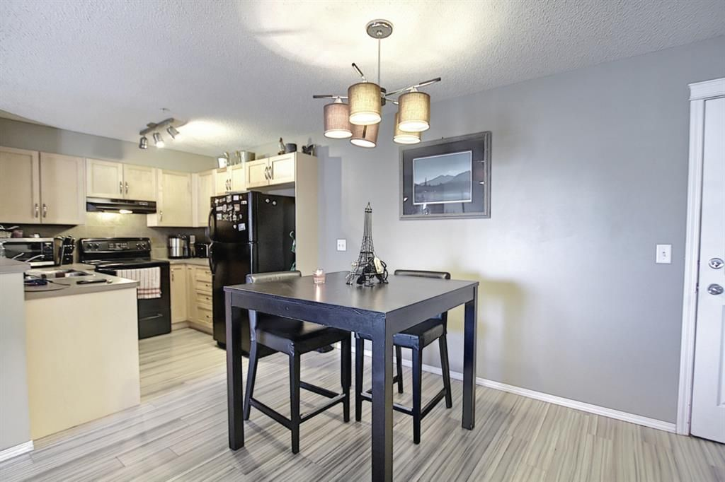 Photo 8: Photos: 2211 43 Country Village Lane NE in Calgary: Country Hills Village Apartment for sale : MLS®# A1085719