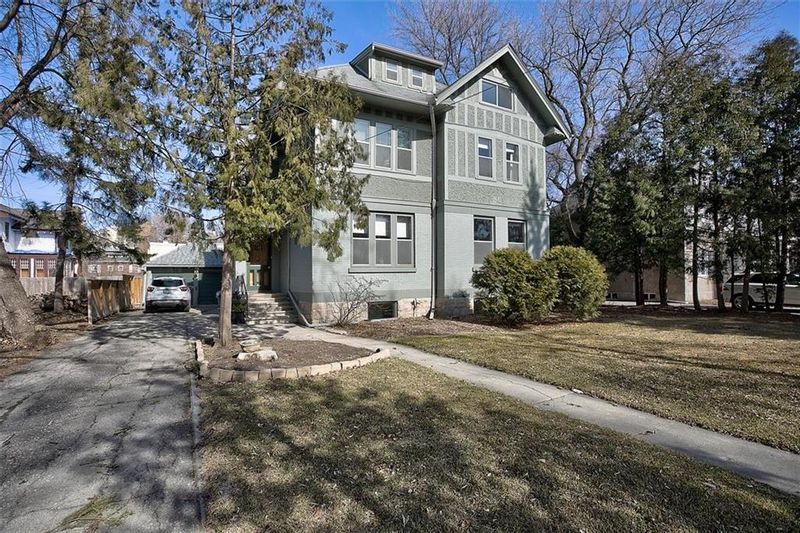 FEATURED LISTING: 43 Middle Gate Winnipeg