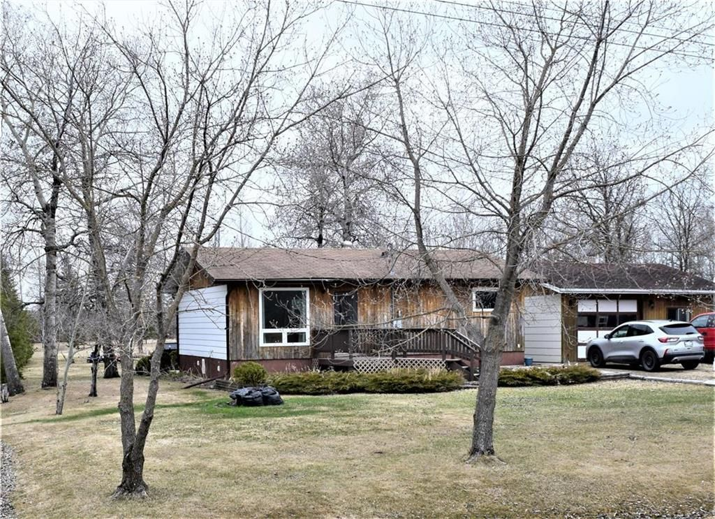 Main Photo: 2 Westview Drive in Lac Du Bonnet RM: R28 Residential for sale : MLS®# 202109975