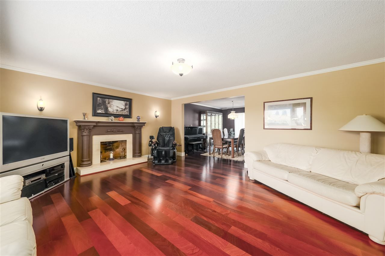 Photo 3: Photos: 10291 MORTFIELD Road in Richmond: South Arm House for sale : MLS®# R2490488