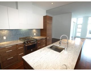 """Photo 3: 102 4375 W 10TH Avenue in Vancouver: Point Grey Condo for sale in """"VARSITY"""" (Vancouver West)  : MLS®# V748079"""