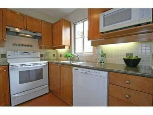 """Photo 4: Photos: 30 2375 W BROADWAY in Vancouver: Kitsilano Townhouse for sale in """"TALIESIN"""" (Vancouver West)  : MLS®# V834617"""