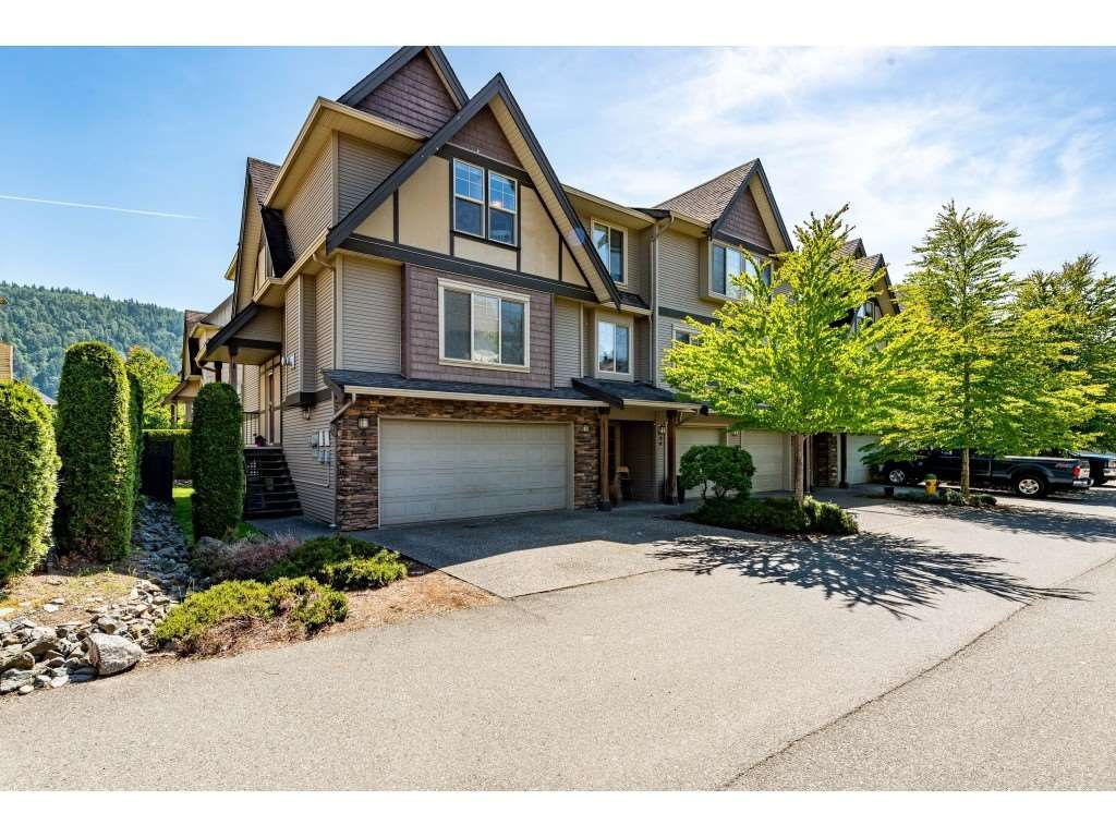 """Main Photo: 67 5556 PEACH Road in Chilliwack: Vedder S Watson-Promontory Townhouse for sale in """"The gables At River's Bend"""" (Sardis)  : MLS®# R2467438"""