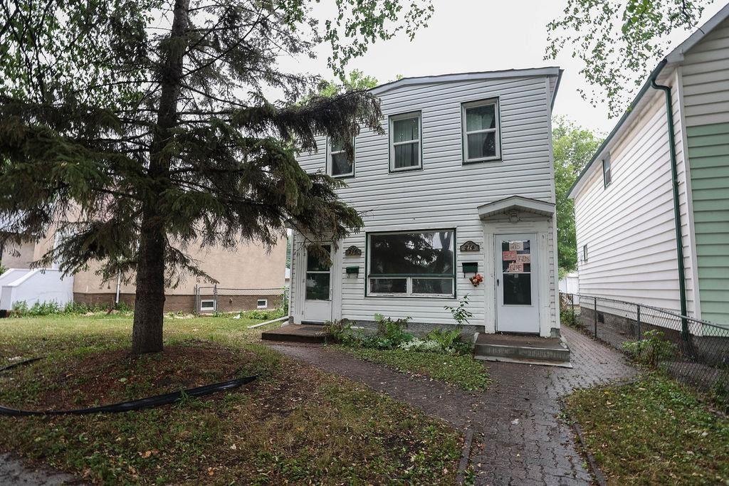Main Photo: 214 Notre Dame Street in Winnipeg: St Boniface Residential for sale (2A)  : MLS®# 202118474
