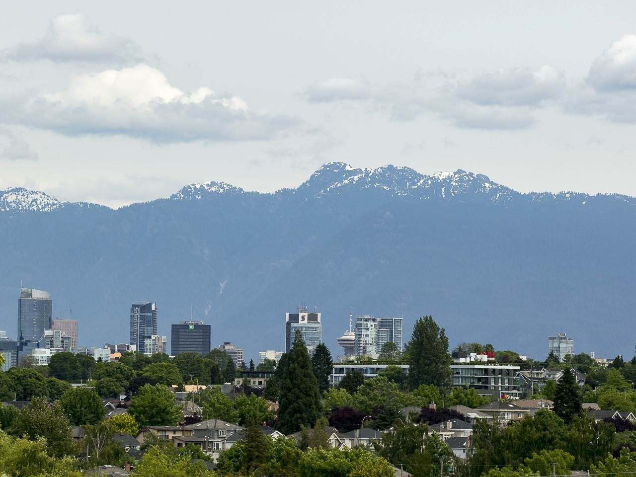 """Main Photo: 4285 MACDONALD Street in Vancouver: Arbutus House for sale in """"Arbutus"""" (Vancouver West)  : MLS®# R2551166"""