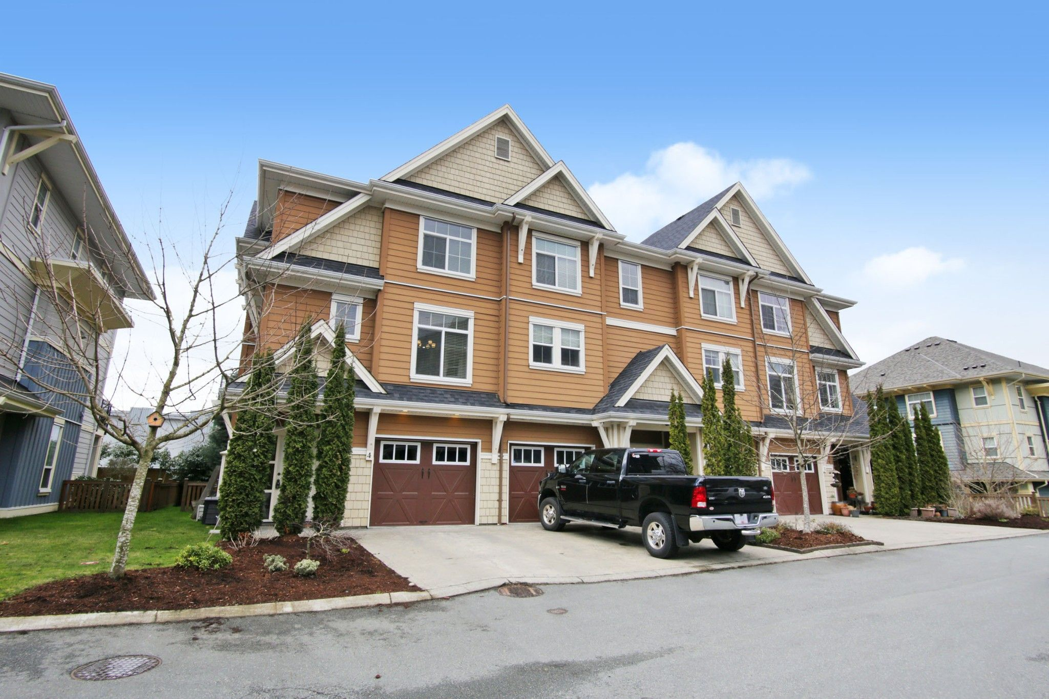 """Main Photo: 4 45290 SOOWAHLIE Crescent in Chilliwack: Vedder S Watson-Promontory Townhouse for sale in """"PARK GATE"""" (Sardis)  : MLS®# R2555330"""