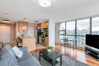 """Photo 2: 3407 909 MAINLAND Street in Vancouver: Yaletown Condo for sale in """"Yaletown Park II"""" (Vancouver West)  : MLS®# R2593394"""