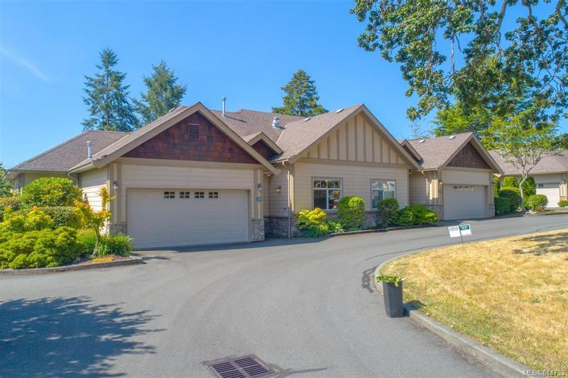 FEATURED LISTING: 14 - 3281 Maplewood Rd Saanich