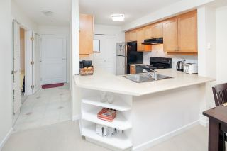"""Photo 5: 210 5605 HAMPTON Place in Vancouver: University VW Condo for sale in """"PEMBERLEY"""" (Vancouver West)  : MLS®# R2364341"""