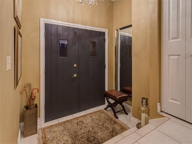 Photo 4: Photos: 7016 KENOSEE Place SW in Calgary: Kelvin Grove House for sale : MLS®# C4055215