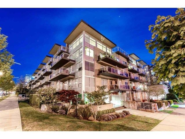 """Main Photo: PH10 1288 CHESTERFIELD Avenue in North Vancouver: Central Lonsdale Condo for sale in """"Alina"""" : MLS®# R2479203"""