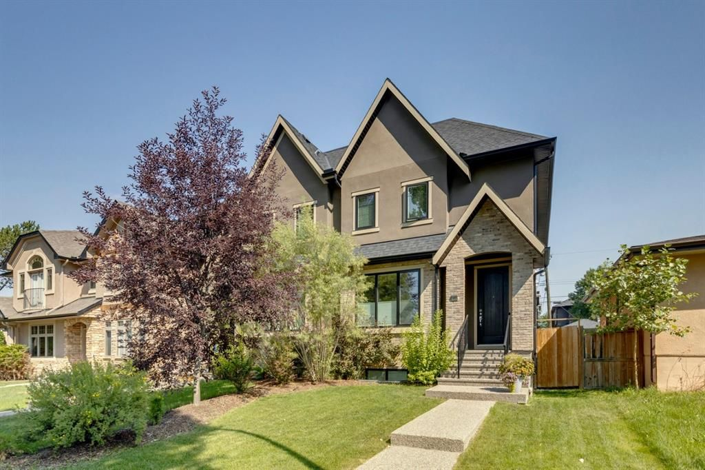 Main Photo: 452 18 Avenue NE in Calgary: Winston Heights/Mountview Semi Detached for sale : MLS®# A1130830