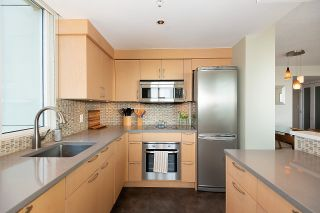 """Photo 7: 2701 1201 MARINASIDE Crescent in Vancouver: Yaletown Condo for sale in """"The Peninsula"""" (Vancouver West)  : MLS®# R2602027"""