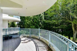 """Photo 29: 203 1705 MARTIN Drive in Surrey: Sunnyside Park Surrey Condo for sale in """"Southwynd"""" (South Surrey White Rock)  : MLS®# R2576884"""