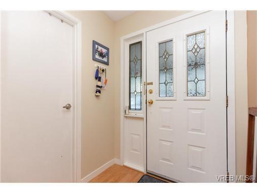 Photo 3: Photos: 9 130 Niagara St in VICTORIA: Vi James Bay Row/Townhouse for sale (Victoria)  : MLS®# 729470