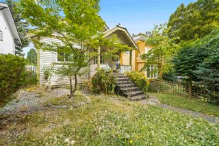 """Photo 2: 381 E 19TH Avenue in Vancouver: Main House for sale in """"Riley Park/Mt.Pleasant"""" (Vancouver East)  : MLS®# R2607959"""