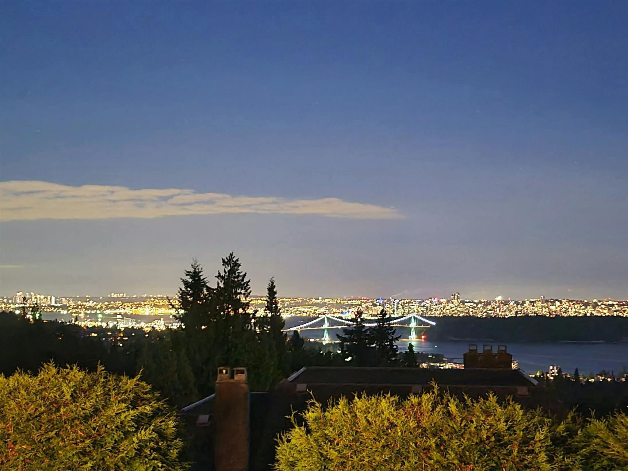 Main Photo: 2468 WESTHILL Court in West Vancouver: Westhill House for sale : MLS®# R2602038
