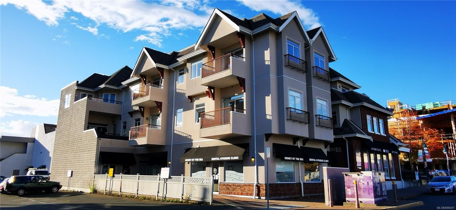 Main Photo: 302 2423 Beacon Ave in : Si Sidney South-East Condo for sale (Sidney)  : MLS®# 888097