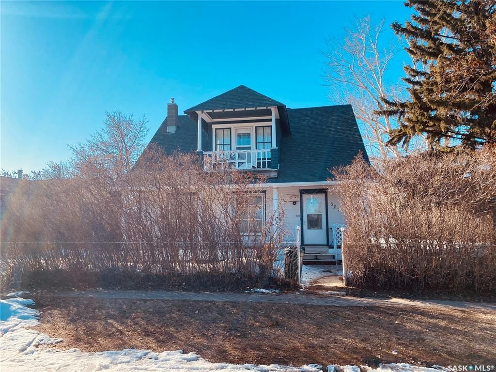Main Photo: 307 Lonsdale Street in Luseland: Residential for sale : MLS®# SK845777