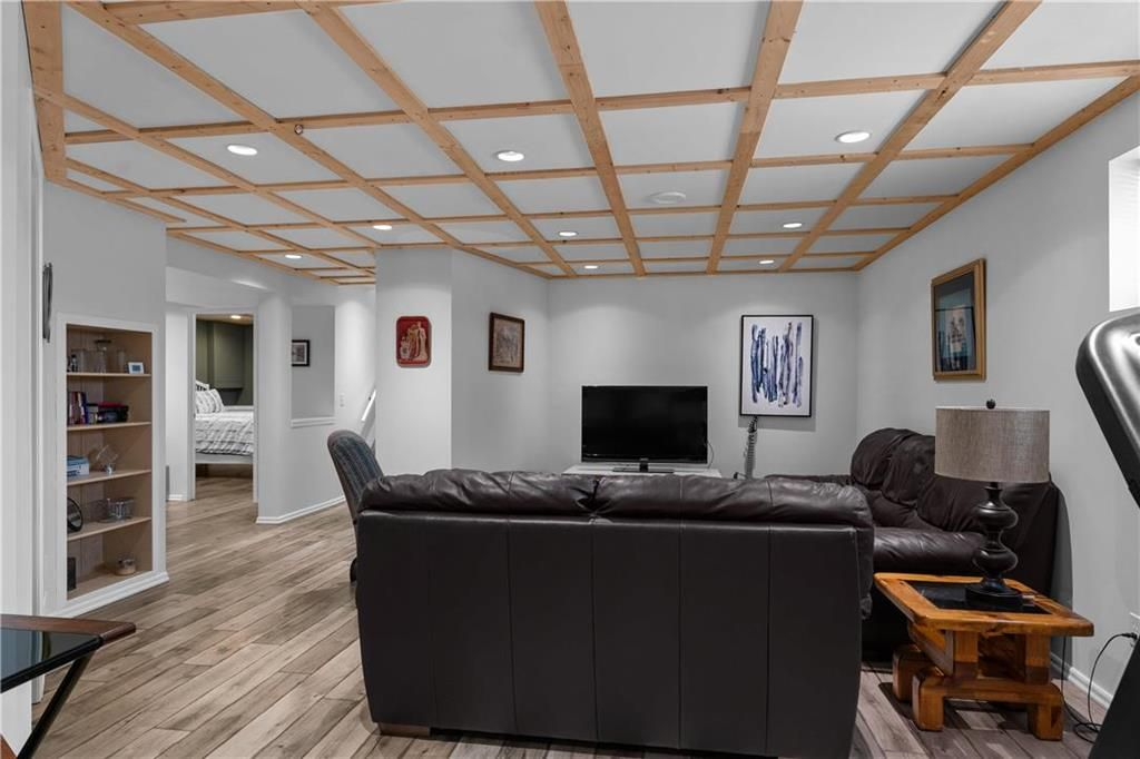 Photo 18: Photos: 1115 Waterford Avenue in Winnipeg: West Fort Garry Residential for sale (1Jw)  : MLS®# 202116113