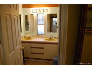Photo 5: 36 1393 Craigflower Rd in VICTORIA: VR Glentana Manufactured Home for sale (View Royal)  : MLS®# 752982