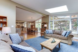 Photo 5: 1011 HENDECOURT Road in North Vancouver: Lynn Valley House for sale : MLS®# R2617338