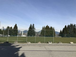 """Photo 6: 5263 WOODSWORTH Street in Burnaby: Central BN House for sale in """"Burnaby Hospital"""" (Burnaby North)  : MLS®# R2537096"""
