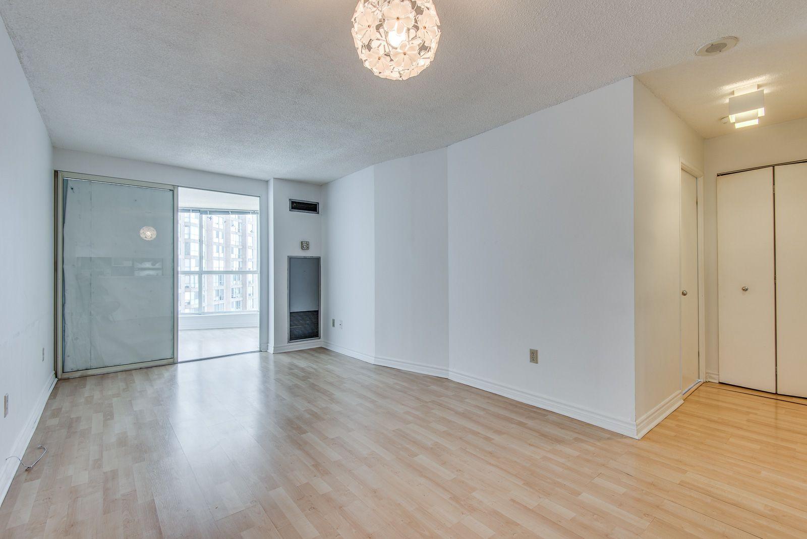 Main Photo: 1008 1055 Bay Street in Toronto: Condo for sale (Toronto C01)  : MLS®# C3672622