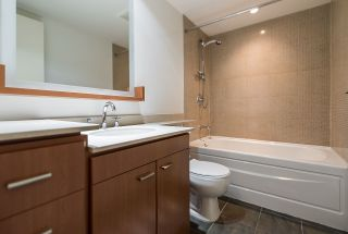 """Photo 18: 2302 583 BEACH Crescent in Vancouver: Yaletown Condo for sale in """"Park West 2 Yaletown"""" (Vancouver West)  : MLS®# R2179212"""