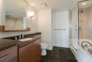"""Photo 17: 2302 583 BEACH Crescent in Vancouver: Yaletown Condo for sale in """"Park West 2 Yaletown"""" (Vancouver West)  : MLS®# R2179212"""