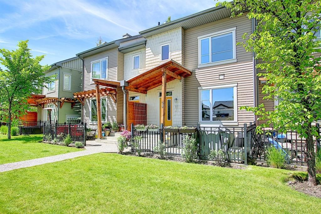 Main Photo: 39 Chapalina Square SE in Calgary: Chaparral Row/Townhouse for sale : MLS®# A1121993