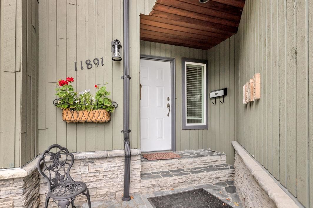 "Photo 2: Photos: 11891 CHERRINGTON Place in Maple Ridge: West Central House for sale in ""WEST MAPLE RIDGE"" : MLS®# R2600511"