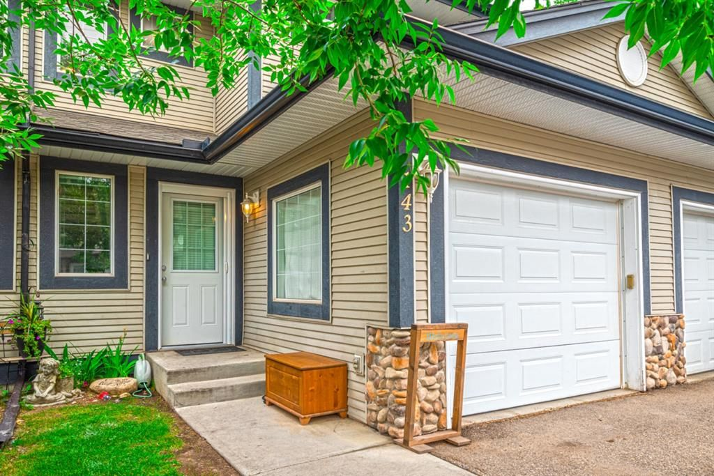 Main Photo: 143 Stonemere Place: Chestermere Row/Townhouse for sale : MLS®# A1132004