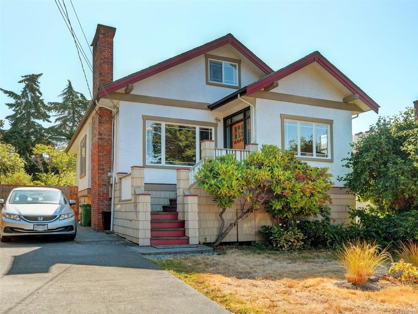 Main Photo: 2635 Mt. Stephen Ave in : Vi Oaklands House for sale (Victoria)  : MLS®# 880011