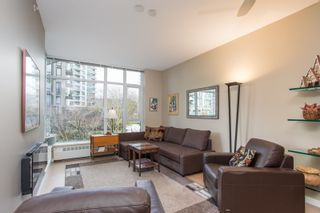 """Photo 6: 202 135 W 2ND Street in North Vancouver: Lower Lonsdale Condo for sale in """"CAPSTONE"""" : MLS®# R2547001"""