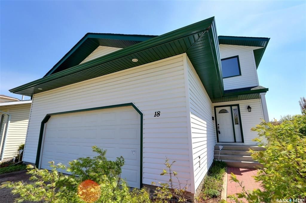 Main Photo: 18 Turner Place in Prince Albert: Crescent Acres Residential for sale : MLS®# SK857096