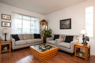 """Photo 4: 8688 207 Street in Langley: Walnut Grove House for sale in """"Discovery Towne"""" : MLS®# R2077292"""