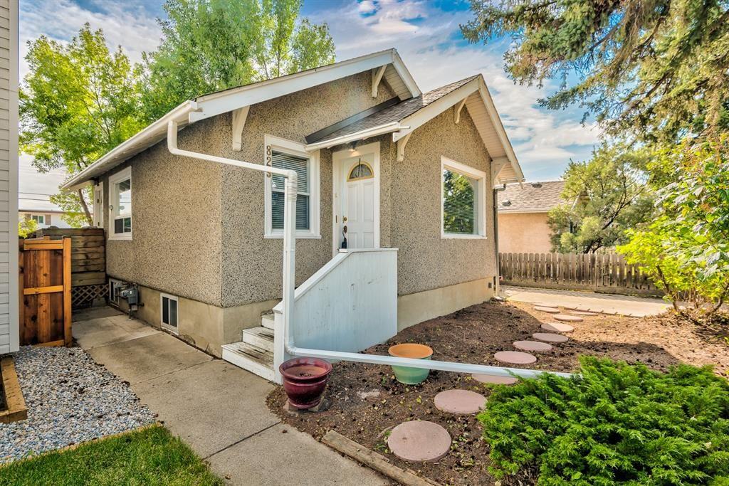 Main Photo: 829 8 Avenue NE in Calgary: Renfrew Detached for sale : MLS®# A1140490