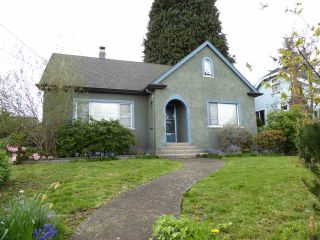 Photo 1: 1427 HAMILTON Street in New Westminster: West End NW House for sale : MLS®# R2059247