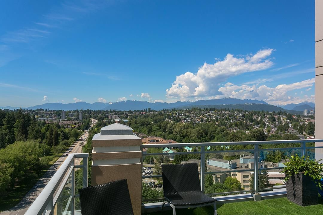 """Main Photo: 2305 280 ROSS Drive in New Westminster: Fraserview NW Condo for sale in """"THE CARLYLE"""" : MLS®# R2373905"""
