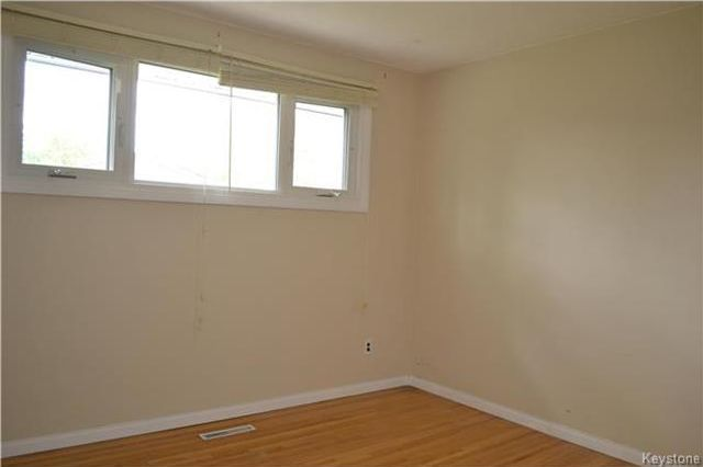 Photo 12: Photos: 339 Dussault Avenue in Winnipeg: Windsor Park Residential for sale (2G)  : MLS®# 1725085