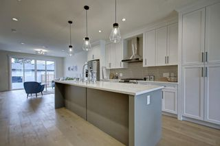 Photo 6: 306 30 Avenue NE in Calgary: Tuxedo Park Semi Detached for sale : MLS®# C4283291