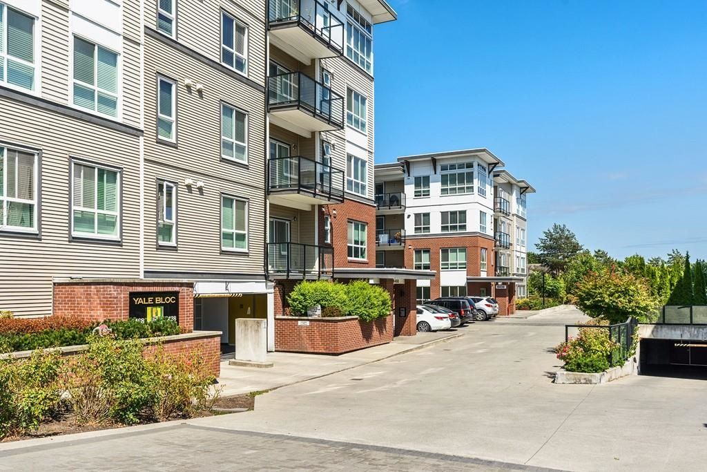 Main Photo: 211 6438 195A STREET in Surrey: Clayton Condo for sale (Cloverdale)  : MLS®# R2601400