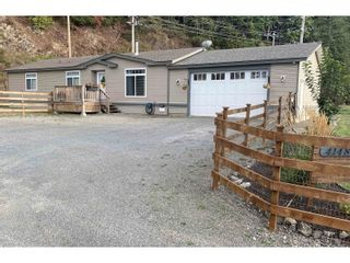 Photo 1: 41480 NO. 5 ROAD in ABBOTSFORD: House for sale : MLS®# R2616648